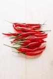 De rode selectieve nadruk van de Spaanse peperpeper op een rij Stock Foto