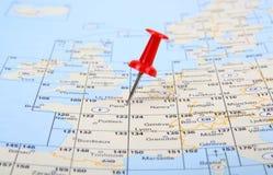 De rode speld toont de plaats van een bestemmingspunt o Stock Afbeeldingen