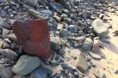 De rode steen, helder is, tribune uit van de menigte stock afbeeldingen