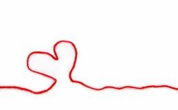 De rode streng met hart voor haakt Stock Afbeeldingen