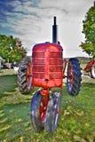 De rode Tractor van het Landbouwbedrijf stock illustratie