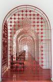 De rode traliewerkdeur royalty-vrije stock afbeeldingen