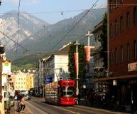 De rode tram van Innsbruck Stock Afbeelding