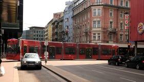 De rode tram van Innsbruck Stock Foto's