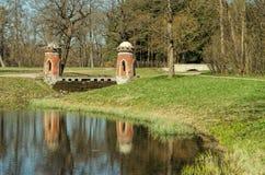 De Rode Turkse cascade in Catherine Park in Tsarskoye Selo Royalty-vrije Stock Foto's