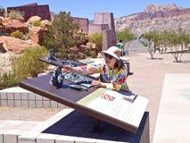 De rode van het de bezoekercentrum van de Rotscanion observaties Nevada. Royalty-vrije Stock Fotografie
