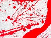 De rode vlek en ploetert verf op witte achtergrond stock foto