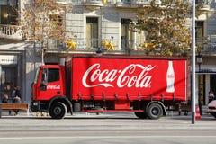 De rode vrachtwagen van de Coca-colalevering Stock Foto
