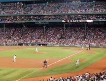 De rode Waterkruik Sox dobbelt K wordt klaar om een hoogte te werpen Stock Fotografie