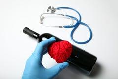 De rode wijn is goed voor hartgezondheid royalty-vrije stock foto