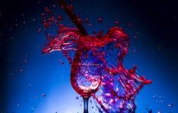 De rode wijn van het plonsglas Royalty-vrije Stock Foto