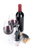 De rode wijnfles, glazen, kurketrekker, kurkt en thermometer Stock Afbeeldingen