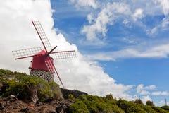 De rode windmolen van de Azoren Stock Afbeelding