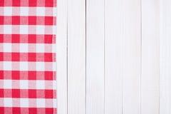 De rode witte omheining van de schaakbordplaid Stock Fotografie
