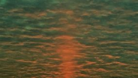 de Rode Zonsopgang van 1950 ` s door Wolken Stock Afbeelding