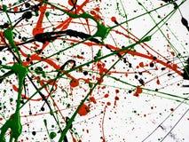 De rode zwarte groene verf ploeterde met lijnen en dalingen op een witte oppervlakte Hoogste meningspatroon stock fotografie