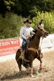 De rodeoconcurrentie in boerderij het roping Royalty-vrije Stock Foto's