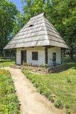 De Roemeense Hut van het Dorp Stock Afbeeldingen