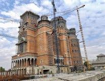 De Roemeense Kathedraal van de Mensen` s in aanbouw Redding stock fotografie