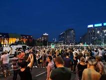 De Roemeense mensen protesteren tegen corruptie en misbruik royalty-vrije stock afbeeldingen