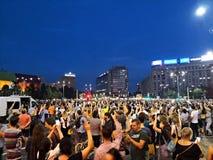 De Roemeense mensen protesteren tegen corruptie en misbruik stock afbeelding