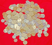 De Roemeense muntstukken, 50 bani, 10 bani, bos, geld van koper, gouden metaal, sluiten omhoog, textuur, achtergrond Stock Foto's