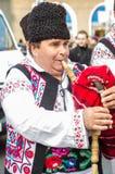 De Roemeense speler van zakpijpen in Heilige Patrick Parade Stock Fotografie