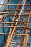 De roestige bars van de staalversterking voor concrete stichting Stock Afbeeldingen