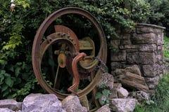 De roestige oude landbouwsnijder van het landbouwbedrijfkaf Stock Foto