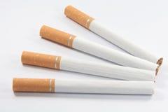 De Rokende Sigaretten van het einde met nicotine, teer en tob stock afbeeldingen