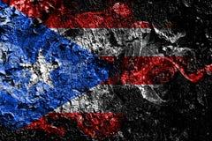 De rokerige mystieke vlag van Verenigde Staten - van Puerto Rico op de oude vuile muurachtergrond stock illustratie