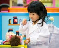 De rol speelmeisje van het artsenberoep Royalty-vrije Stock Fotografie