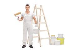 De rol van de schildersholding en kleurenemmer voor ladder Stock Foto