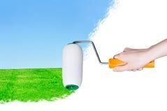 De rol van de verf schildert een landschap Stock Foto