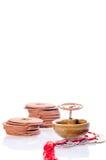 De rol van de wierook het branden met oude Chinese muntstukken Stock Fotografie
