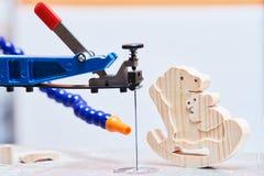De rol zag machine en houtbewerkingsstuk speelgoed royalty-vrije stock foto's