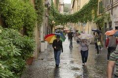 De Roman straten in de regen Stock Foto