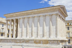 De Roman tempel Maison Carree in Nîmes Stock Afbeeldingen