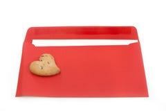 De romantische brief met koekjes in de vorm van hart Royalty-vrije Stock Afbeeldingen