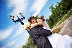 De romantische paren bij huwelijk lopen Royalty-vrije Stock Foto's