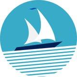 De ronde boot van het kader varende jacht op het overzees royalty-vrije stock foto