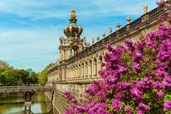 De ronde bouw Gezichten van oud Dresden stock afbeelding