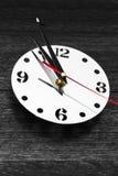 De ronde klok op de muur Royalty-vrije Stock Fotografie