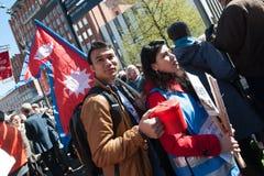 De Rood Kruisvrijwilligers heffen fondsen voor de aardbevingshulp van Nepal op Royalty-vrije Stock Fotografie