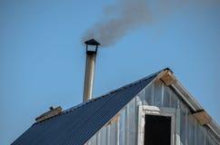De rook die de pijp weggaan stock afbeeldingen