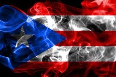 De rookvlag van Puerto Rico, vlag van het grondgebied van Verenigde Staten de afhankelijke stock foto