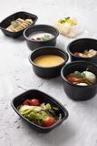 De room van de pompoensoep, gestoomde kip en groenten, klaar maaltijd voor juiste voeding en uitgebalanceerd dieet royalty-vrije stock foto's