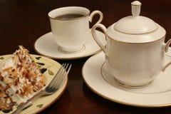De roomkan & de cake van de koffie royalty-vrije stock afbeelding