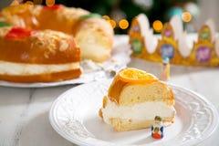 ` De Roscon de Reyes do `, sobremesa típica do espanhol do esmagamento imagem de stock royalty free