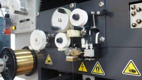 De roterende delen van de machine van de vonkenerosie stock videobeelden